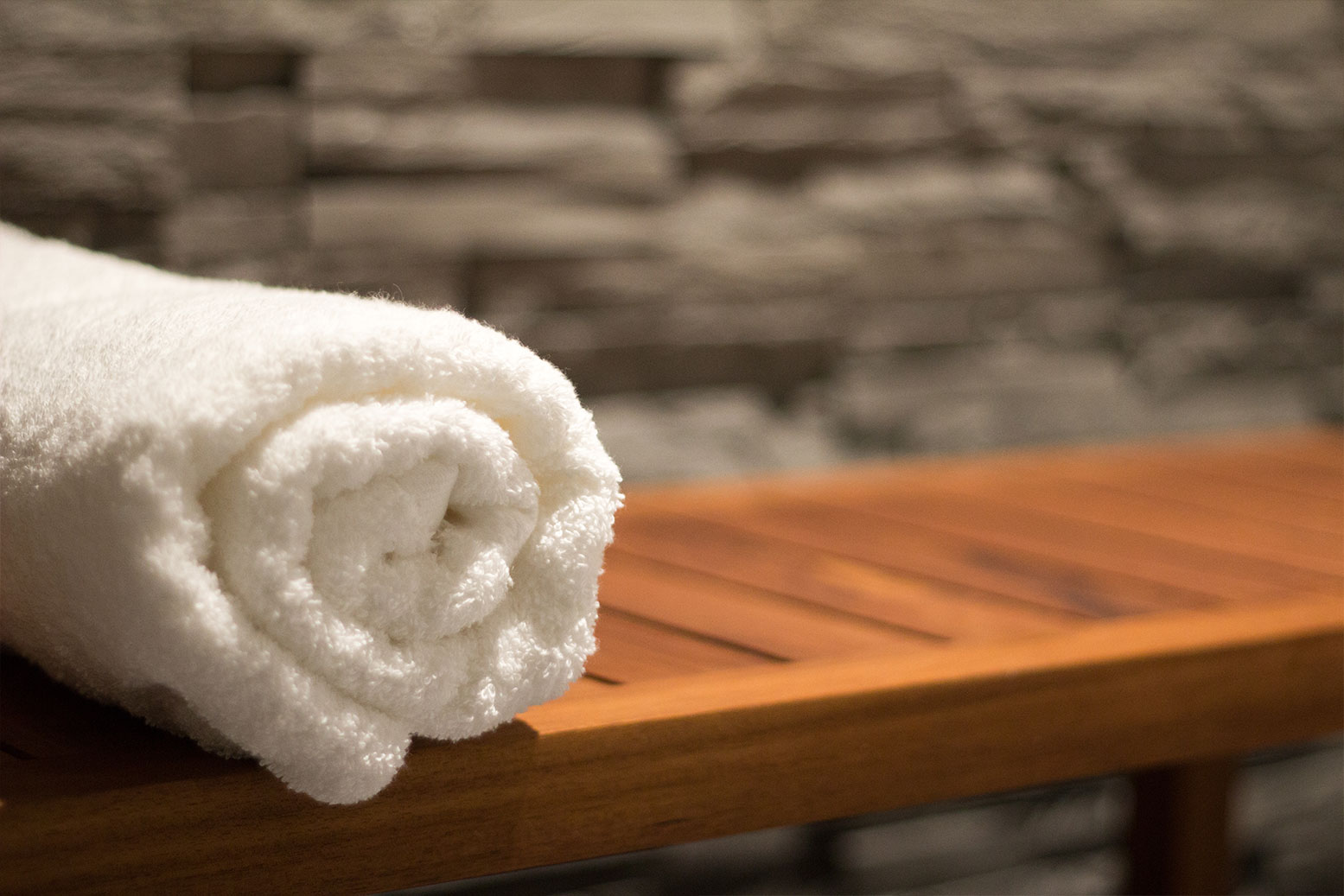 luxurious-towel-on-teak-bench